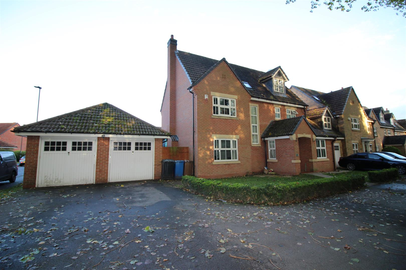5 Bedrooms Detached House for sale in Hamlet Court, Chellaston, Derby